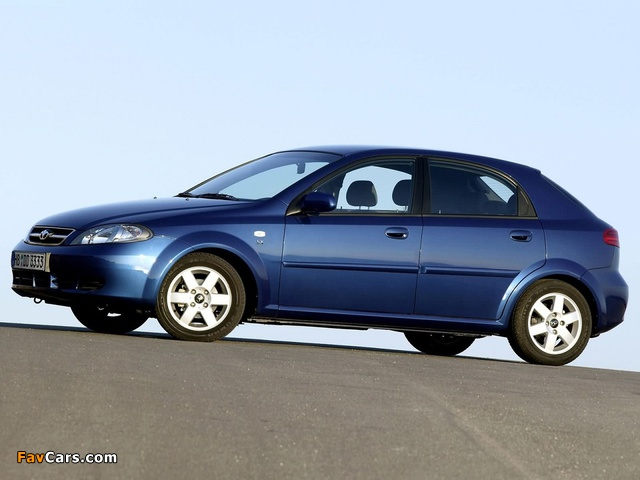 Daewoo Lacetti Hatchback SX 2004–09 wallpapers (640 x 480)