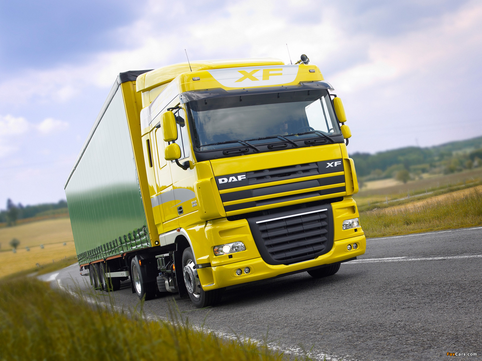 DAF XF105 4x2 FT Space Cab 2006–12 wallpapers (1600 x 1200)