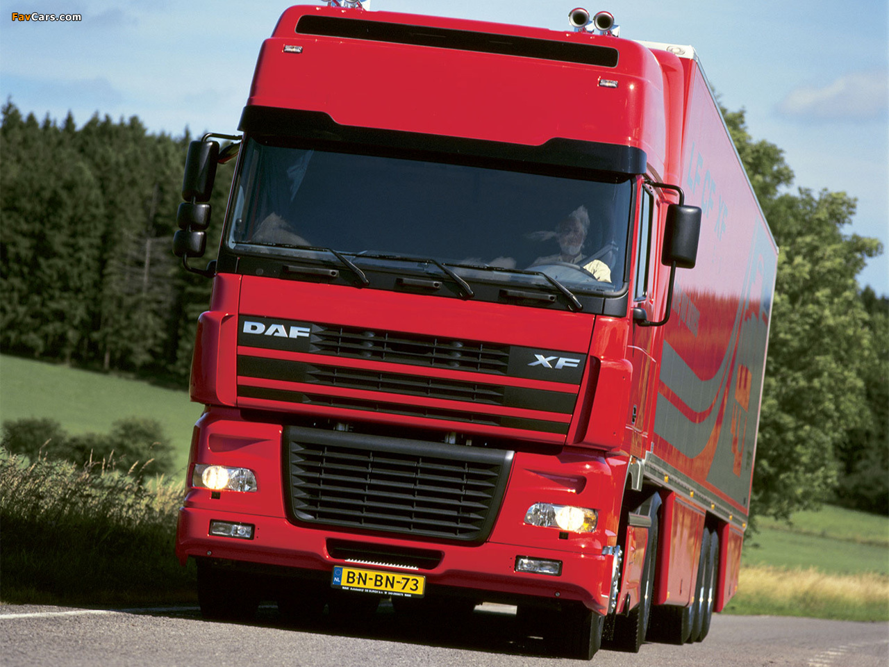 Photos of DAF XF95 4x2 FT Super Space Cab 2002–06 (1280 x 960)