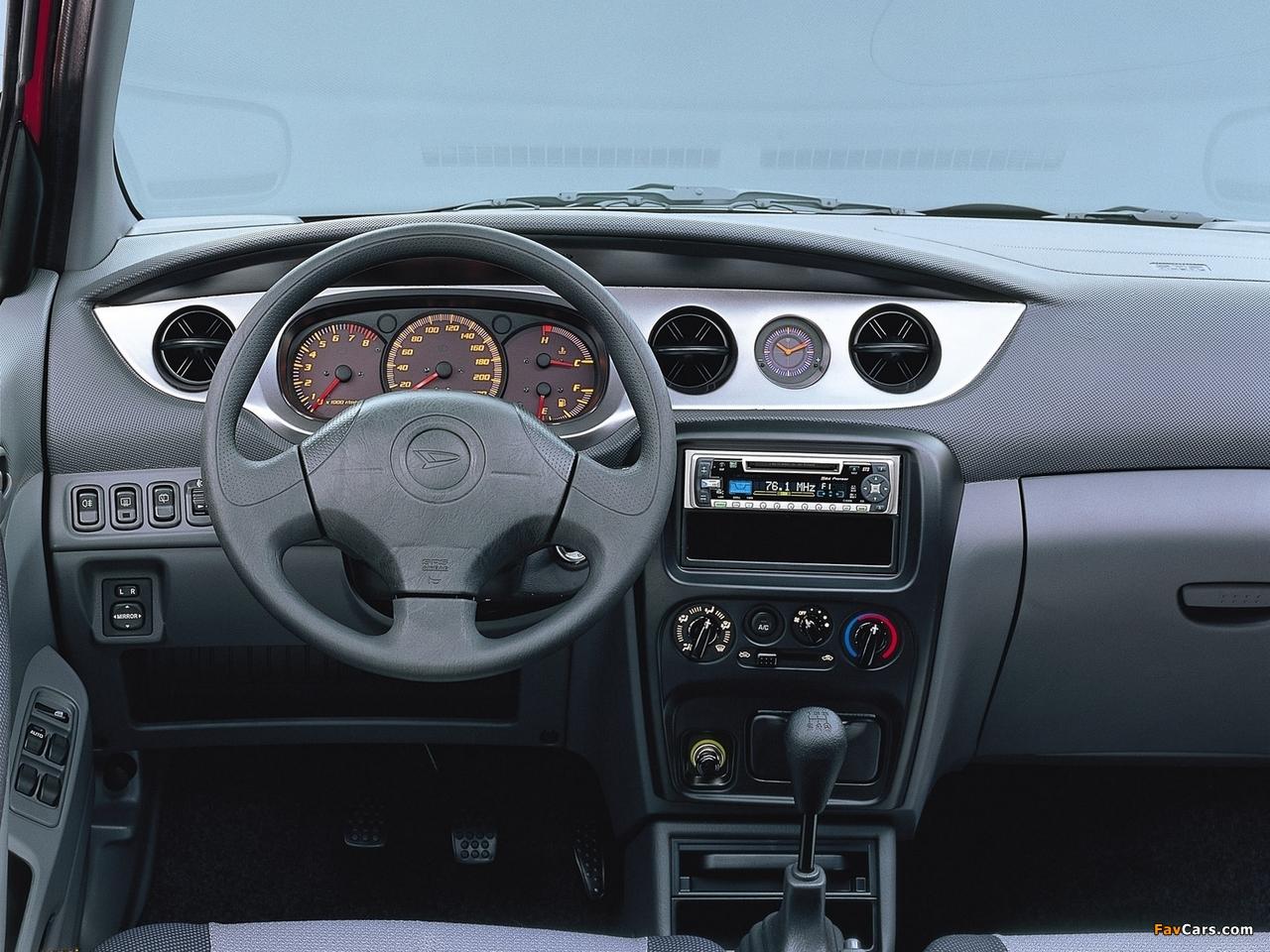 Images of Daihatsu YRV 2000–06 (1280 x 960)