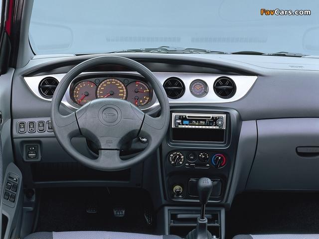 Images of Daihatsu YRV 2000–06 (640 x 480)