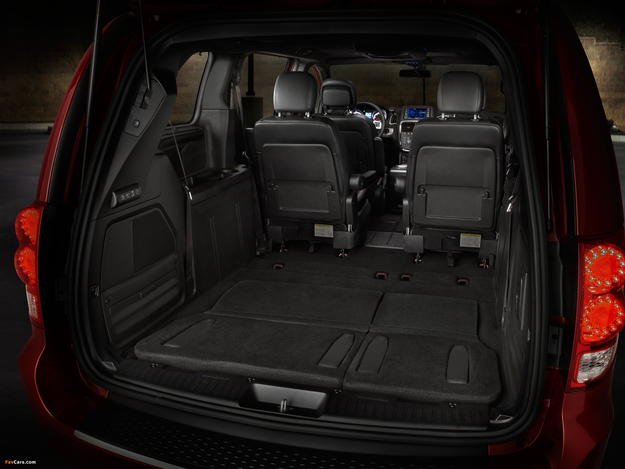 Dodge Grand Caravan R/T 2011 pictures (2048 x 1536)