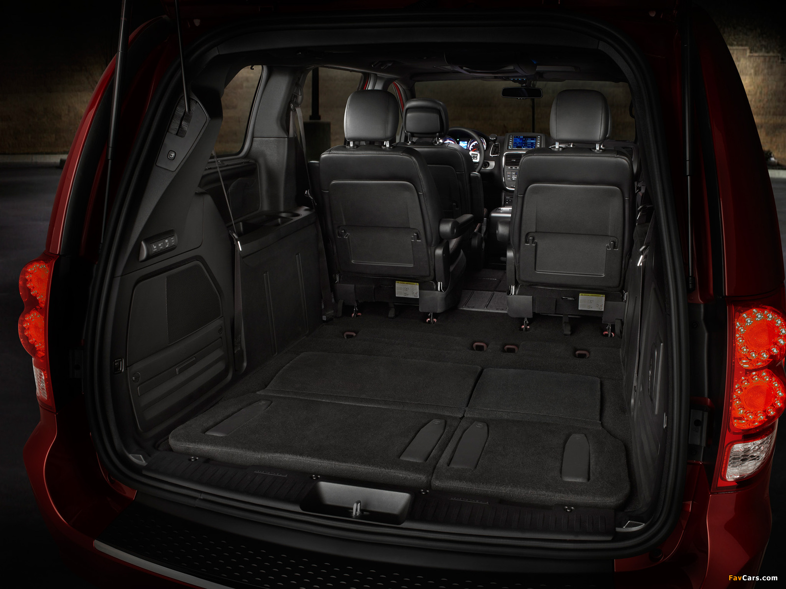 Dodge Grand Caravan R/T 2011 pictures (1600 x 1200)