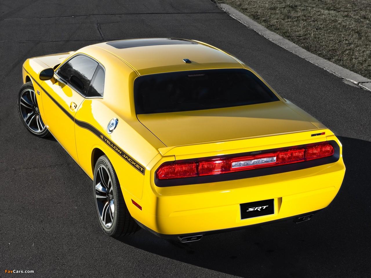 Dodge Challenger SRT8 392 Yellow Jacket (LC) 2012 photos (1280 x 960)