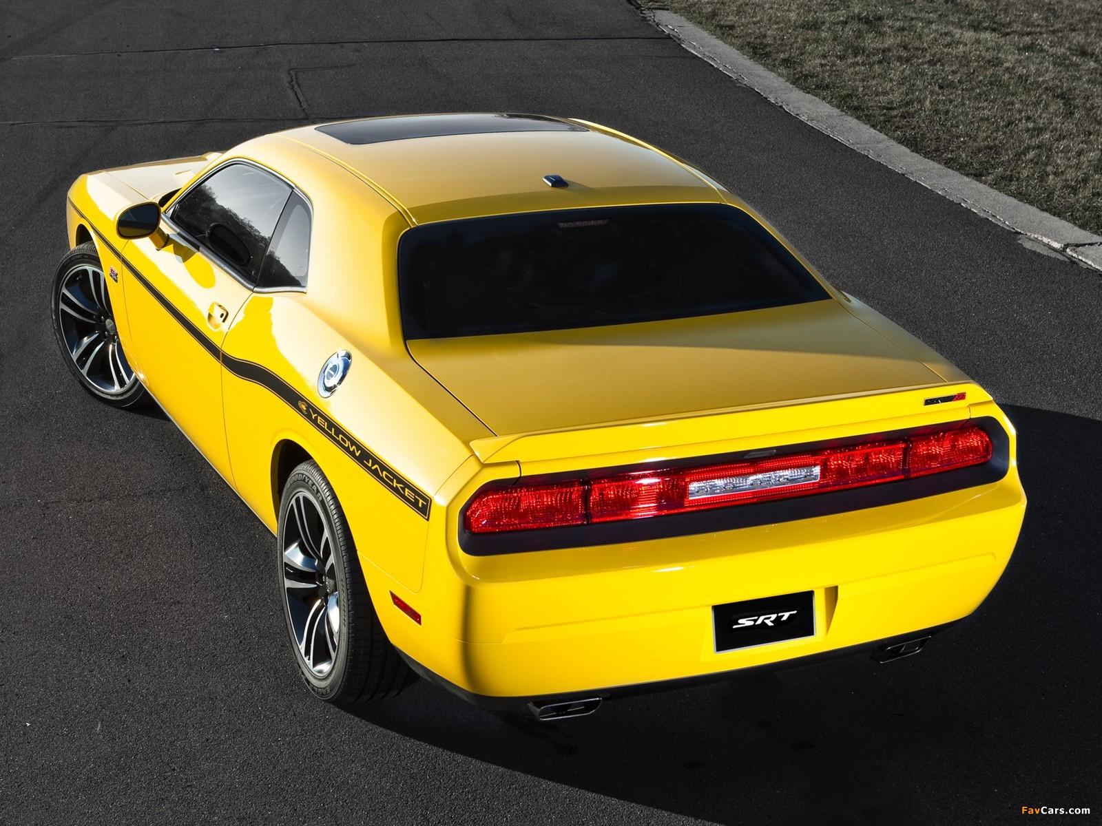 Dodge Challenger SRT8 392 Yellow Jacket (LC) 2012 photos (1600 x 1200)
