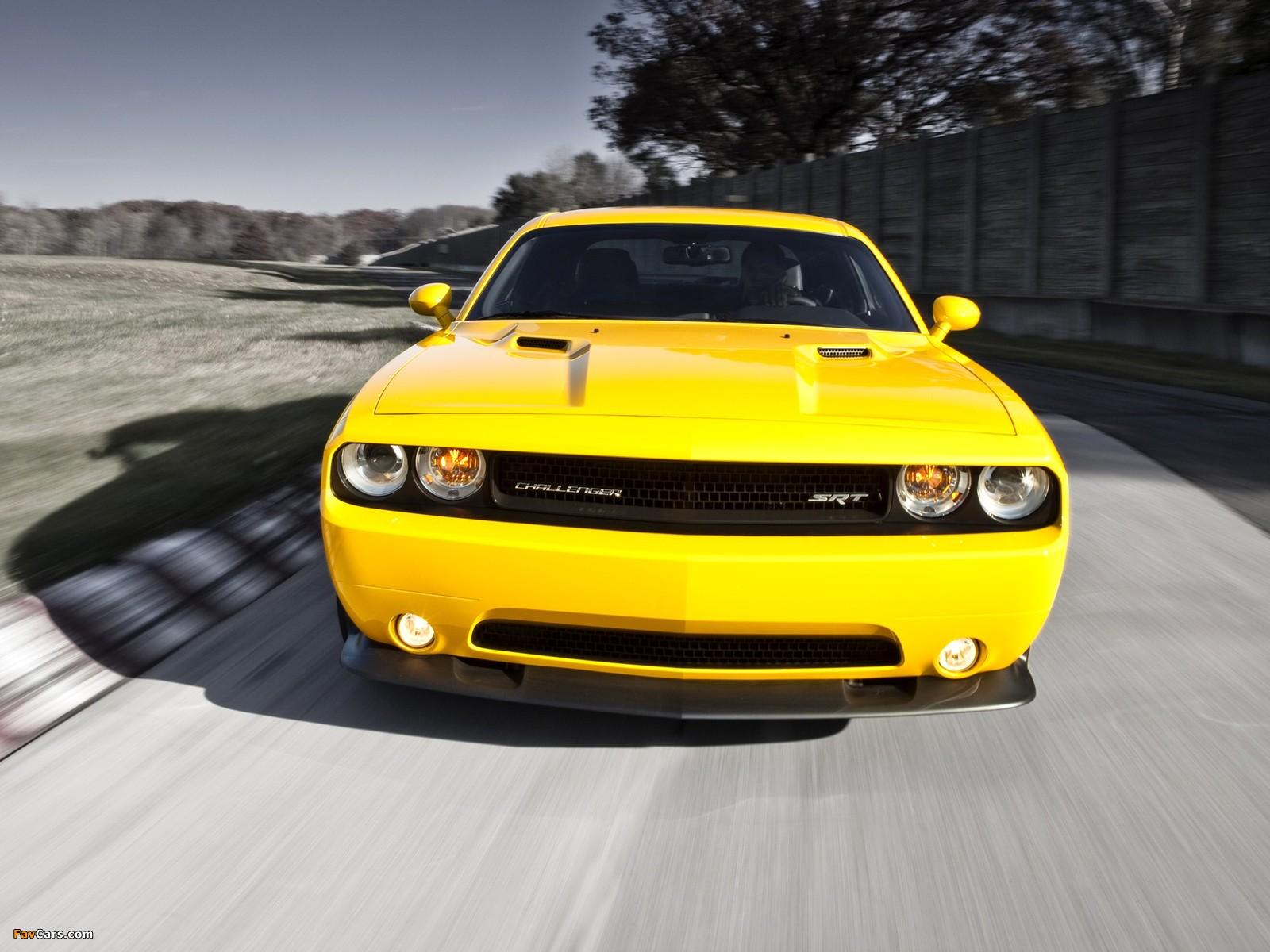 Dodge Challenger SRT8 392 Yellow Jacket (LC) 2012 wallpapers (1600 x 1200)