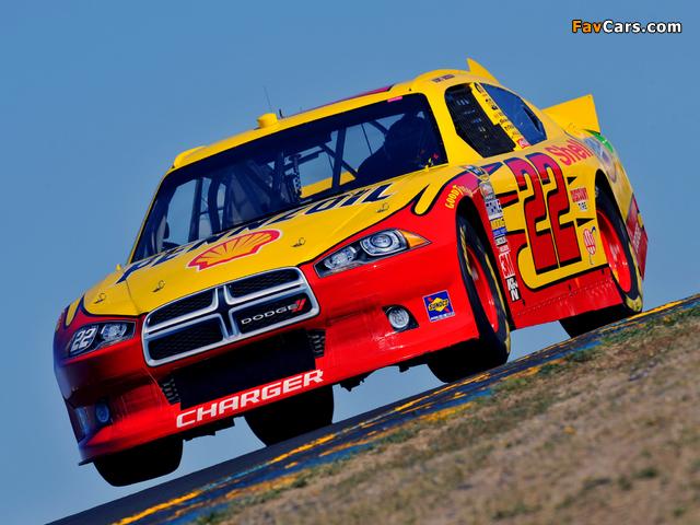 Dodge Charger NASCAR Sprint Cup Series Race Car 2011–12 images (640 x 480)