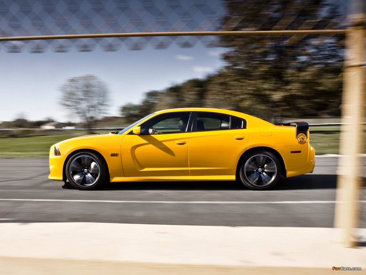 Dodge Charger SRT8 Super Bee 2012 wallpapers (1280 x 960)