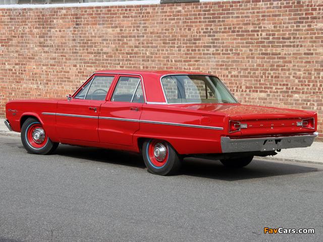 Dodge Coronet Deluxe 426 Hemi 4-door Sedan 1966 images (640 x 480)