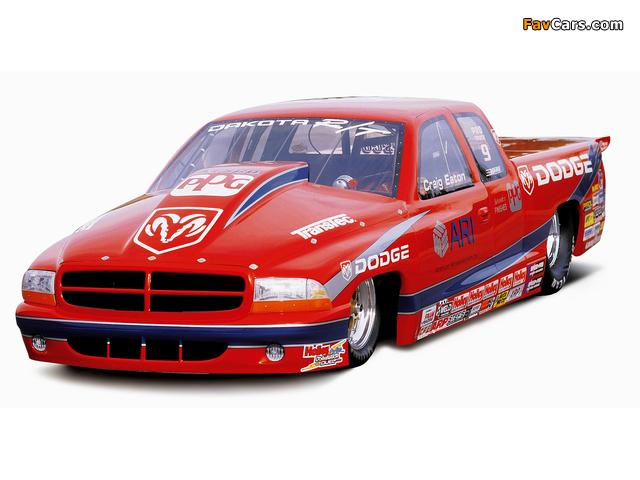 Dodge Dakota NHRA Pro Stock Truck 2001 wallpapers (640 x 480)