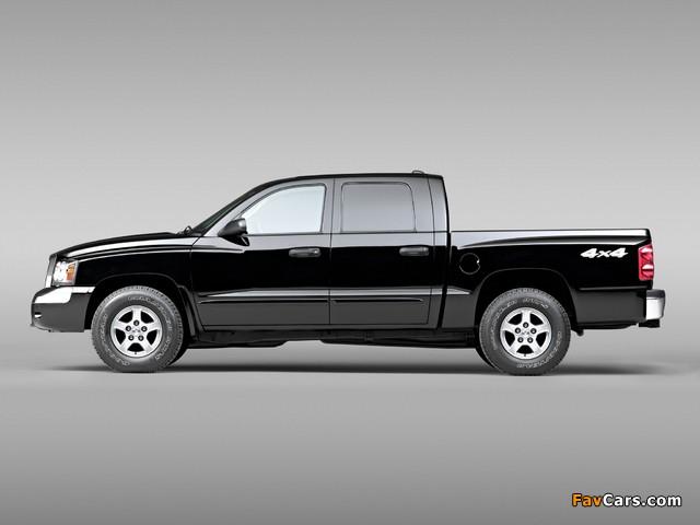 Pictures of Dodge Dakota Laramie Quad Cab 2004–07 (640 x 480)