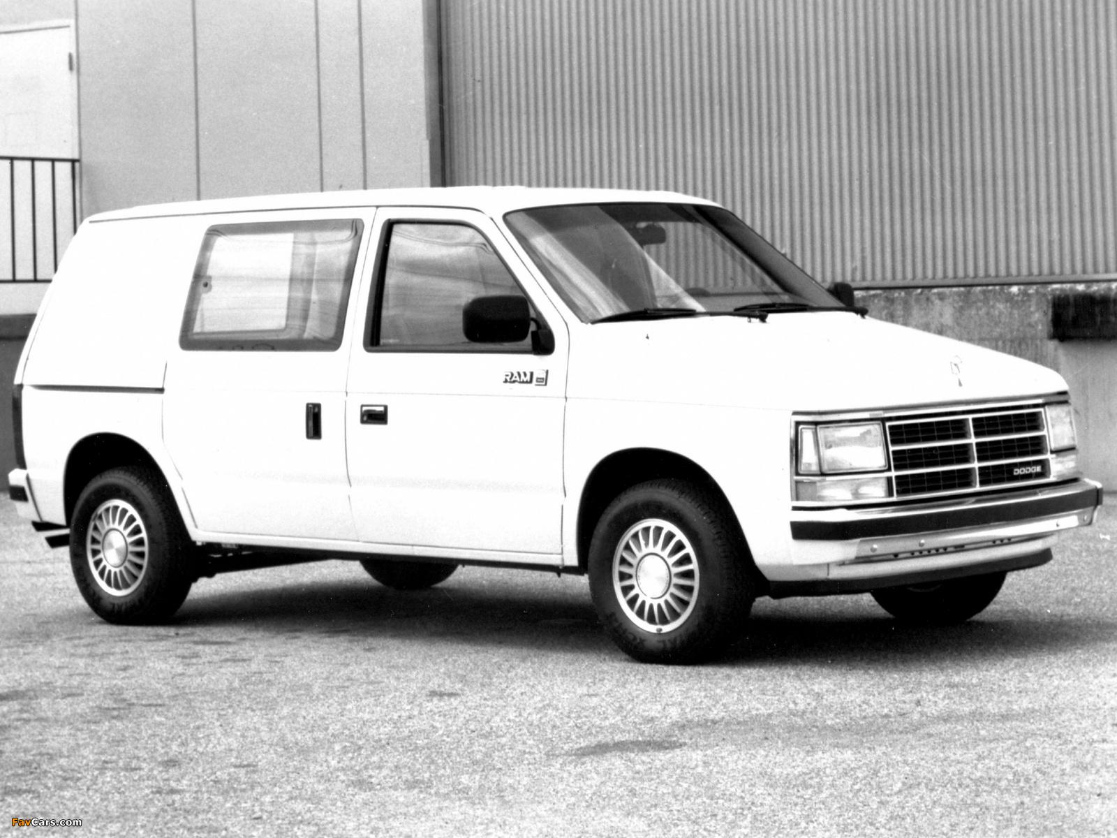 Dodge Mini Ram Van 1984–88 wallpapers (1600 x 1200)