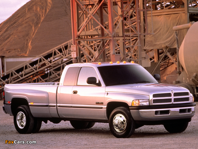 Dodge Ram 3500 Club Cab 1994–2002 photos (640 x 480)
