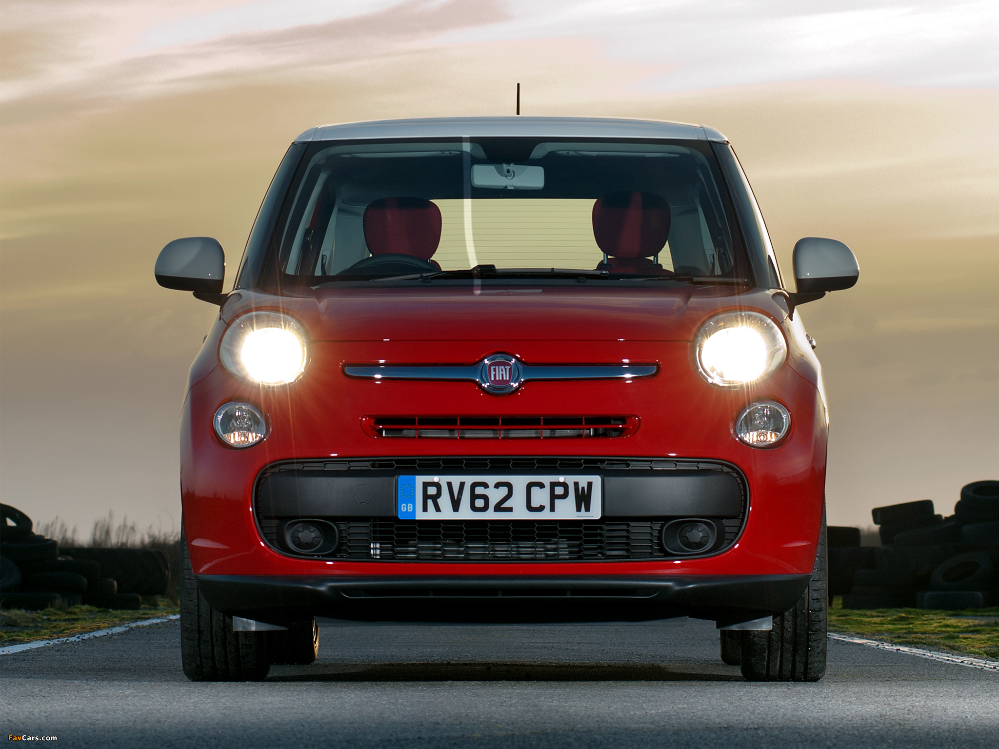 Fiat 500L UK-spec (330) 2013 wallpapers (2048 x 1536)