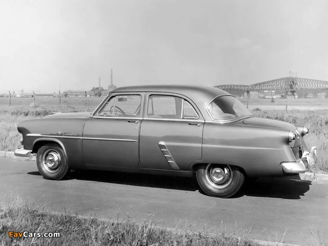 Ford Customline Fordor Sedan (73B) 1952 images (640 x 480)