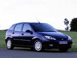 Ford Focus 5-door 2001–04 photos