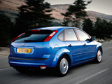 Ford Focus 5-door 2004–08 images