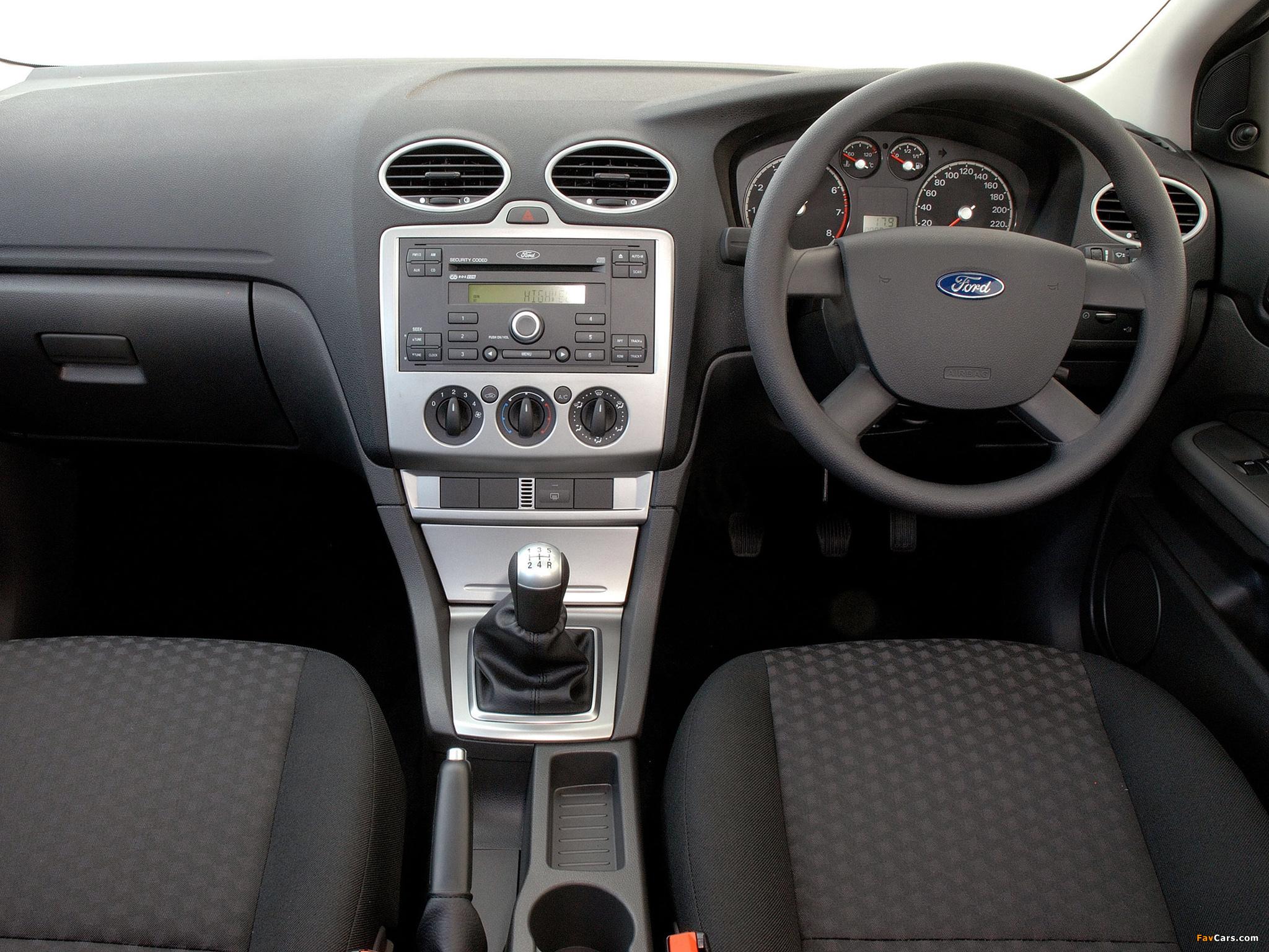 Ford Focus 5-door ZA-spec 2005–06 wallpapers (2048 x 1536)