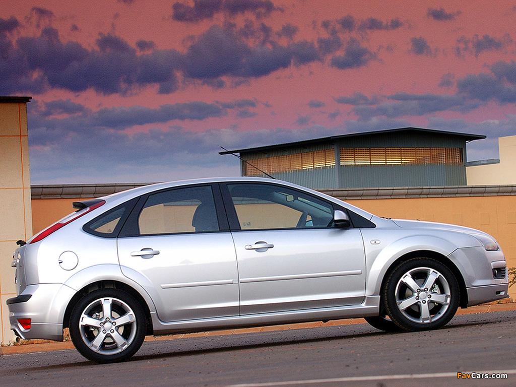 Ford Focus 5-door ZA-spec 2005–06 wallpapers (1024 x 768)