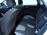 Ford Focus 5-door UK-spec 2010 photos