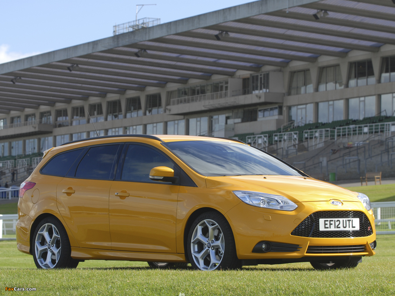 Ford Focus ST Wagon UK-spec 2012 pictures (1280 x 960)