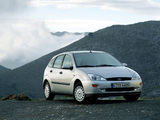 Images of Ford Focus Ghia 5-door 1998–2001