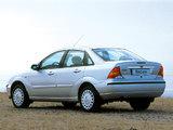 Images of Ford Focus Sedan 2001–04