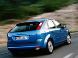 Images of Ford Focus 5-door 2004–08