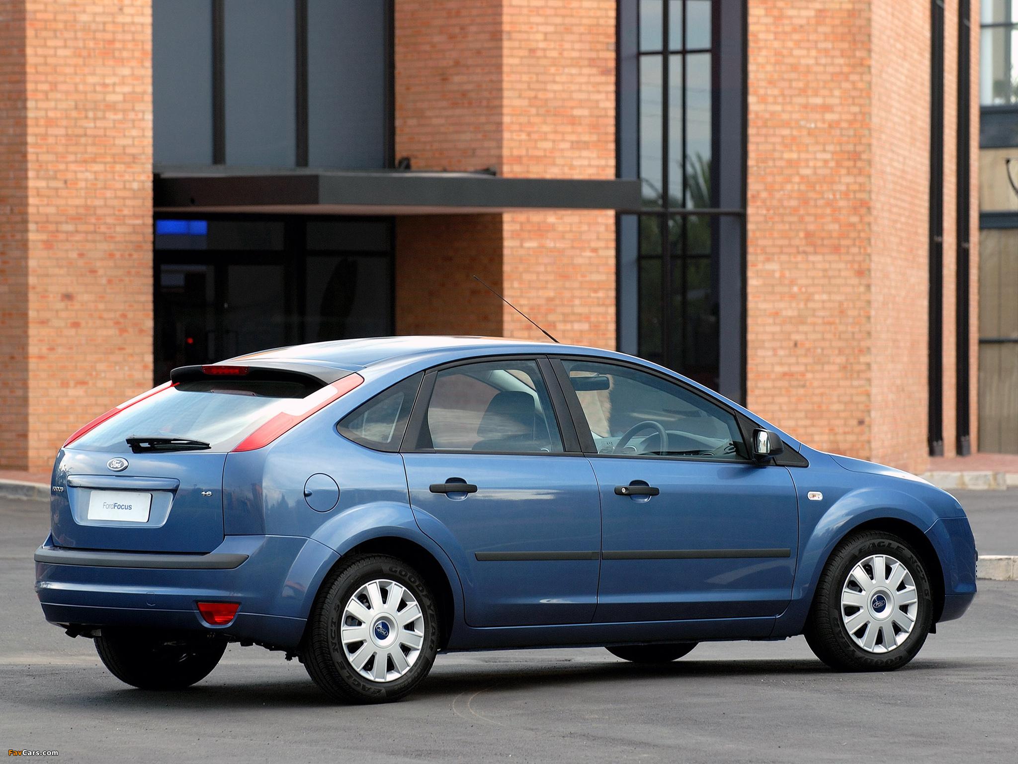 Images of Ford Focus 5-door ZA-spec 2005–06 (2048 x 1536)