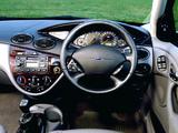 Photos of Ford Focus Ghia 5-door UK-spec 1998–2001