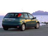 Photos of Ford Focus Ghia 5-door 1998–2001