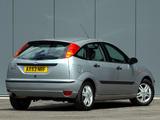 Photos of Ford Focus 5-door UK-spec 2001–04