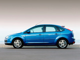 Photos of Ford Focus 5-door 2004–08