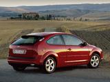 Photos of Ford Focus 3-door 2004–08