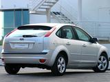 Photos of Ford Focus 5-door ZA-spec 2005–06