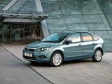 Photos of Ford Focus 5-door 2008–11