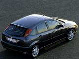 Pictures of Ford Focus 5-door 2001–04