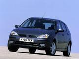 Ford Focus 5-door UK-spec 2001–04 wallpapers