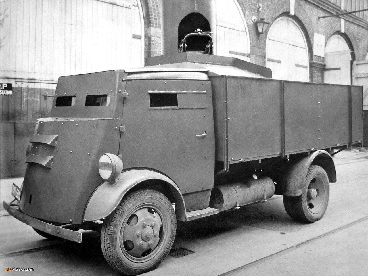Fordson 7V Armoured Cab 1937–47 wallpapers (1280 x 960)