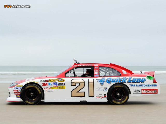 Images of Ford Fusion NASCAR Sprint Cup Series Race Car 2009–12 (640 x 480)