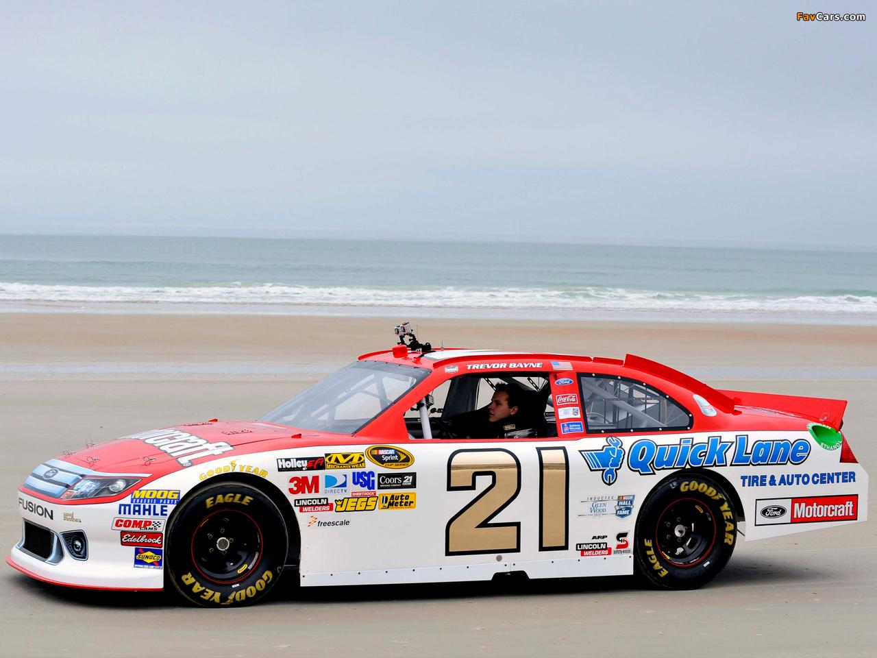 Photos of Ford Fusion NASCAR Sprint Cup Series Race Car 2009–12 (1280 x 960)
