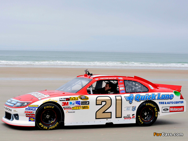Photos of Ford Fusion NASCAR Sprint Cup Series Race Car 2009–12 (640 x 480)
