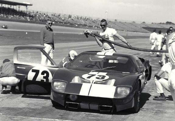 photos of ford gt40 at daytona 1965