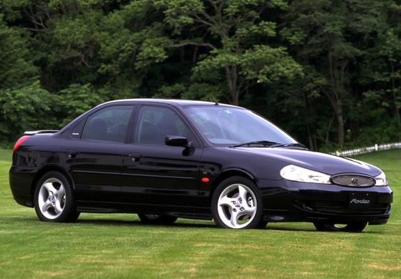 Photos of Ford Mondeo Sedan JP-spec 1996–2000