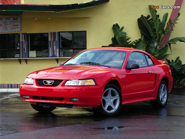Mustang GT Coupe 1998–2004 photos (640 x 480)
