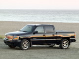 Images of GMC Sierra Denali Crew Cab 2004–06
