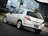 Photos of Holden AH Astra 5-door 2005
