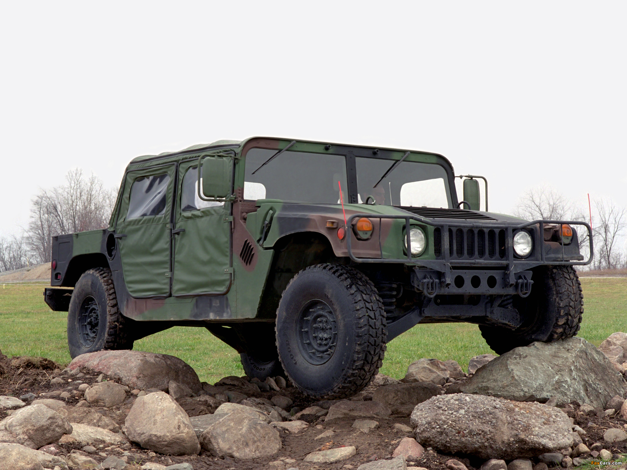 HMMWV M998 1984–89 pictures (2048 x 1536)