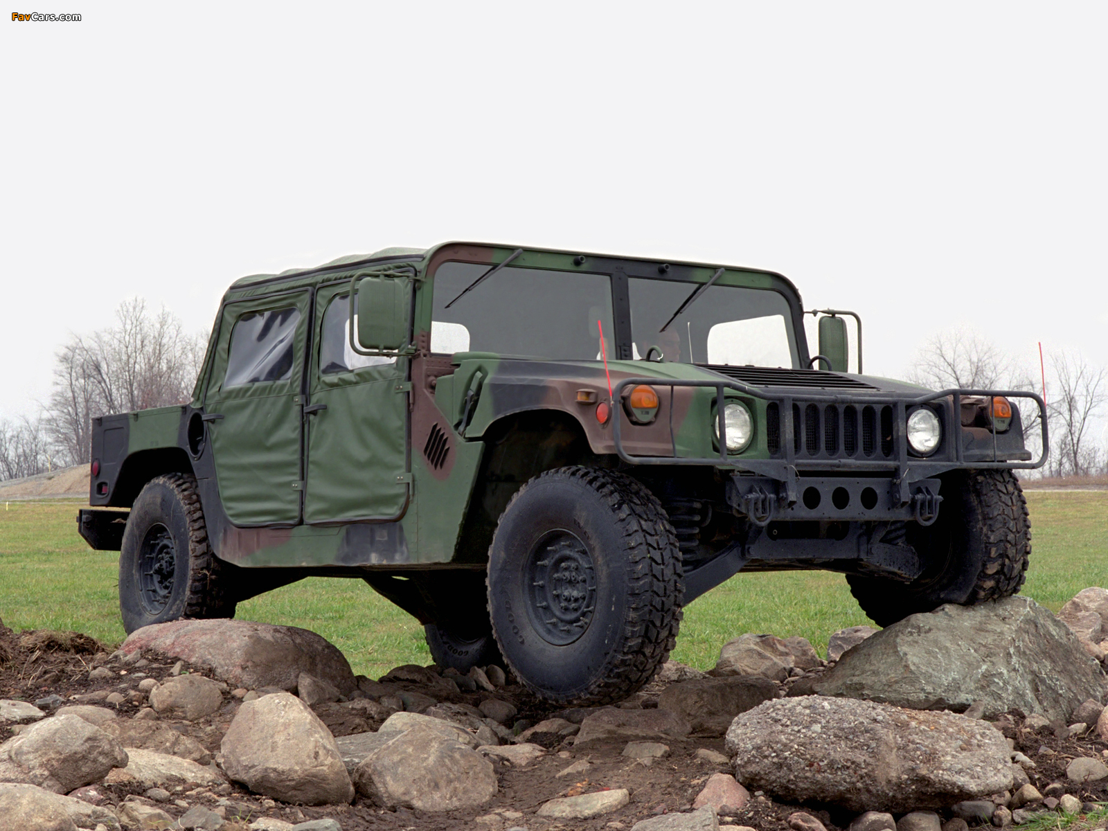 HMMWV M998 1984–89 pictures (1600 x 1200)