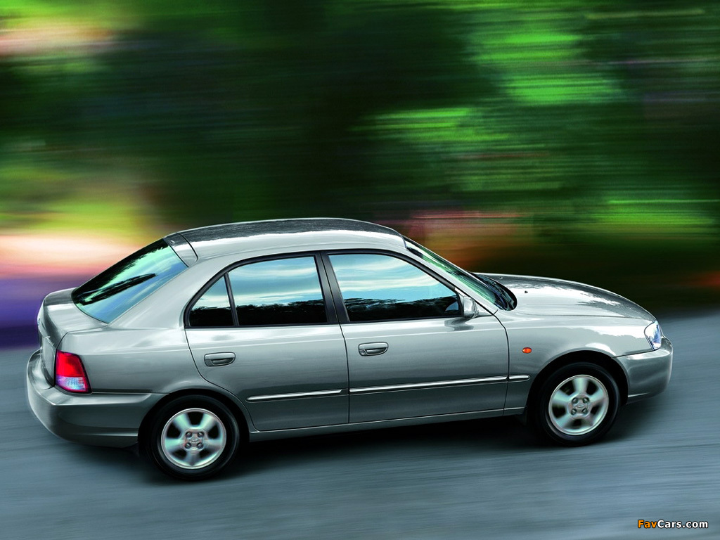 Hyundai Accent 5 Door 2000 03 Pictures 1024x768